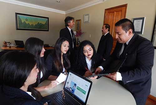 ¿Necesitas un consultor de negocios? ¡Nosotros te lo proporcionamos!